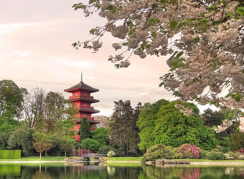 File:La tour japonaise à Laeken.jpg