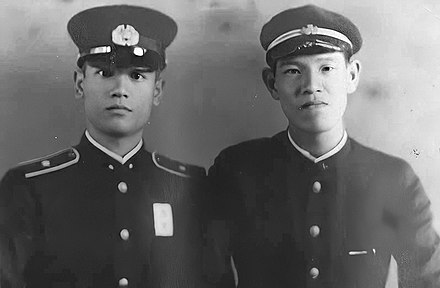 Lee Teng-hui (right) and his brother, Lee Teng-chin (left) Lee Teng-hui with brother.jpg