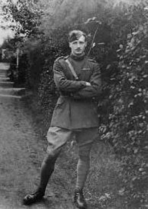 Leefe Robinson - Leefe Robinson photographed at Suttons Farm in 1916
