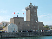 http://upload.wikimedia.org/wikipedia/commons/thumb/1/16/Les-Sables-Chateau-Saint-Clair.jpg/200px-Les-Sables-Chateau-Saint-Clair.jpg