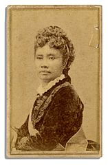 Liliuokalani, carte de visite photo portrait by Menzies Dickson.jpg