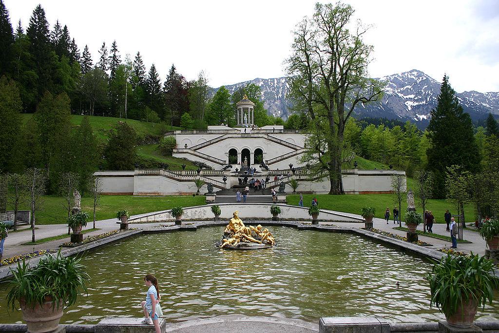 скульптуры из водных нимф.