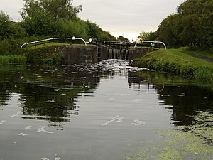 Blairdardie - Lock gate on Forth and Clyde Canal - geograph.org.uk - 519915