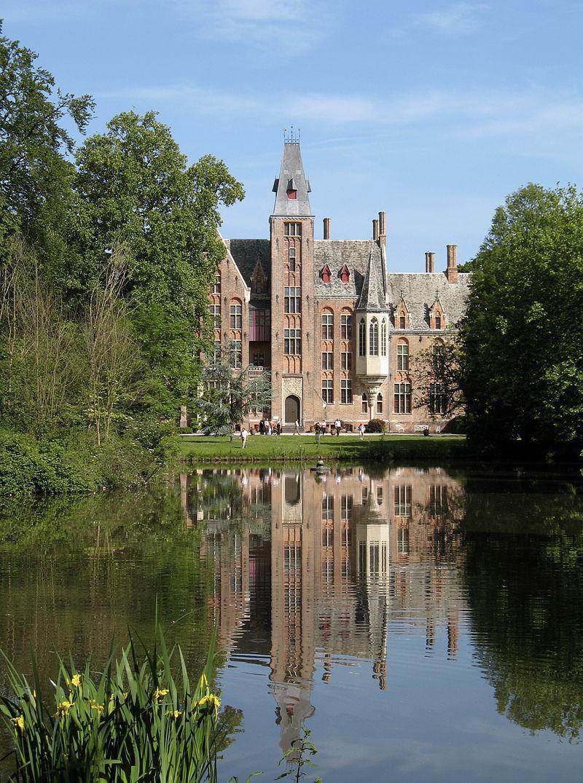 Le château de Loppem, village de la commune de Zedelgem près de Bruges dans la province de Flandre-Occidentale (Belgique). (définition réelle 2262×3040 *)