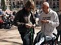 Los hombres también tejen. Tejiendo Malasaña 2014 (13068119645).jpg