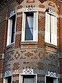 Lucheux motifs de brique et lambrequins aux fenêtres 3.jpg