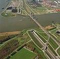 Luchtfoto Botlektunnel en Botlekbrug.jpg