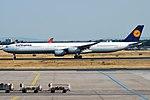 Lufthansa, D-AIHY, Airbus A340-642 (44339373912).jpg