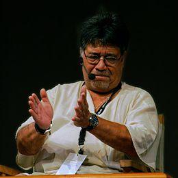 ルイス・セプルベダ - Wikipedia