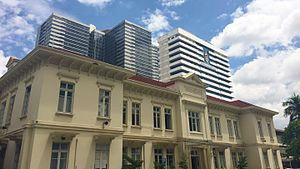 King Chulalongkorn Memorial Hospital - The historic Administration Building, with the Bhumisirimangkalanusorn and Sor Kor buildings in the background