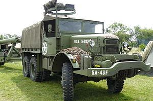 Mack NO 7½-ton 6x6 truck - Mack NO towing a gun; War and Peace show