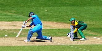 MS Dhoni - Dhoni batting against South Africa during the group stage match of 2013 ICC Champions Trophy.
