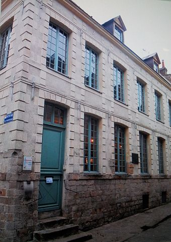The house where Robespierre lived between 1787-1789, now on Rue Maximilien de Robespierre Maison de Robespierre.jpg