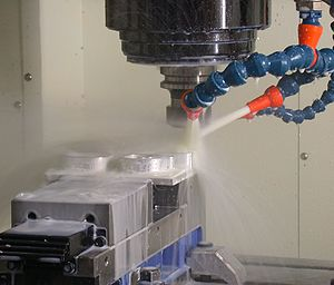 Cutting fluid - Thin-wall milling of aluminum using a water-based cutting fluid on the milling cutter.