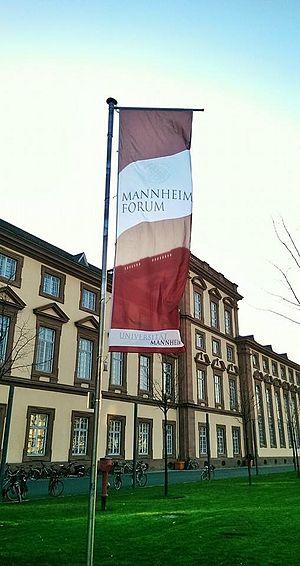 Mannheim Forum - Mannheim Forum 2014 flag in front of the University of Mannheim