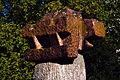 Max Sauk Karyatide 1965 Stadtpark Muschelkalk mit Granit Blick Richtung Nordost Detail rötlicher Granitblock.jpg