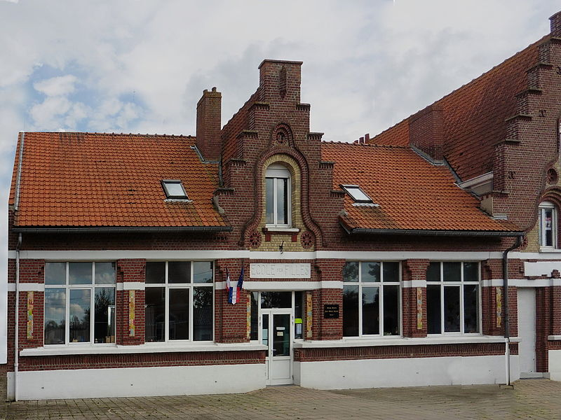 L' école des filles  Merris, exemple d'architecture flamande  Nord.- (Nord-Pas-de-Calais).-  France.