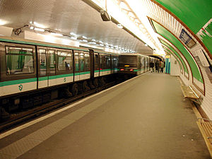 Porte Maillot (Paris Métro) - Line 1 platforms before the installation of platform screen doors