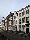 foto van Huis met geverfde trapgevel