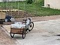 Mobylette et carriole qui va au verre (Irancy).jpg