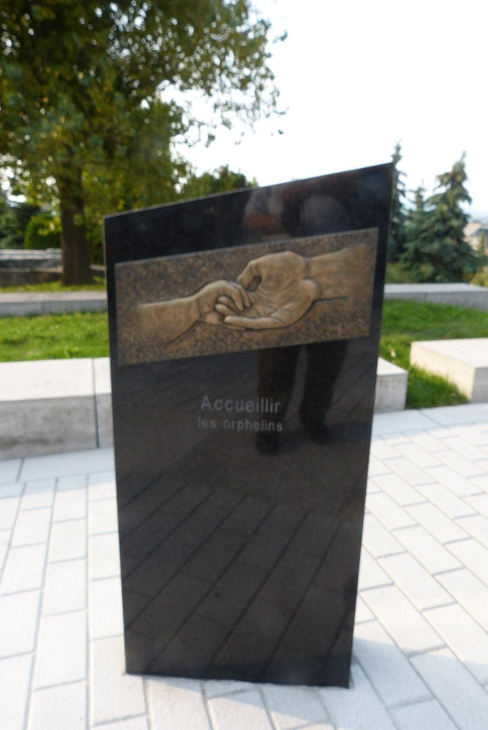 MonumentSoeursCharité-Québec-02