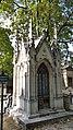 Neugotisches Grab im Montmartre Cemetery 2.jpg