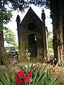 Neuville-au-Bois, Somme, Fr, cimetière, chapelle seigneuriale.jpg