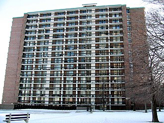 The Bob Newhart Show - Thorndale Beach North condominiums, at 5901 N. Sheridan Road in Chicago's Edgewater community, was used for exterior establishing shots of the Hartleys' apartment building