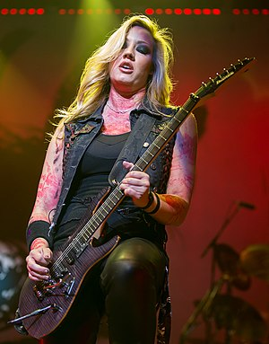 Nita Strauss - Nita Strauss performing with Alice Cooper in 2015