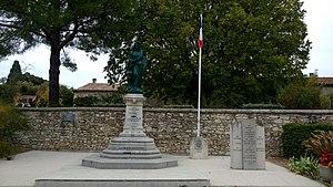 Statue de Notre Dame des Victoires au monument aux morts
