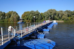 Old Kolomna town - Pontoon Moskva bridge.jpg