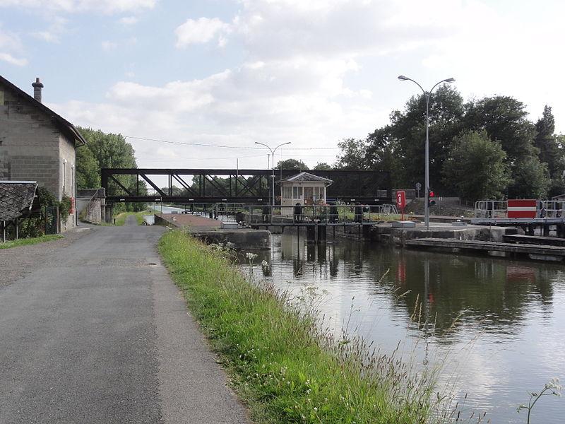 Omissy (Aisne) (01) Canal de Saint-Quentin écluse nr 20