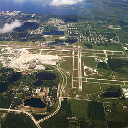 what airlines flies into sanford florida