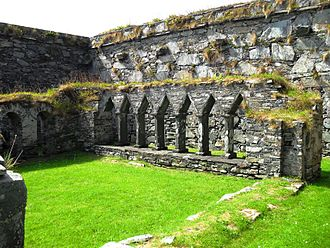 Oronsay Priory - Oronsay Priory cloisters