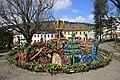 Osterbrunnen mit Osterkrone Berga Elster 2H1A6053WI.jpg