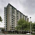 Overzicht met de ernaast gelegen winkels - Rotterdam - 20389423 - RCE.jpg
