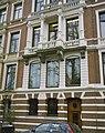 Overzicht van de voorgevel, met balkon - Amsterdam - 20426003 - RCE.jpg