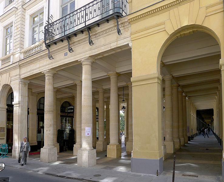 Fichier:P1100905 Paris Ier rue de Beaujolais n°19 péristyle de Joinville rwk.JPG
