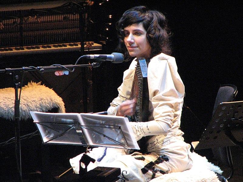 PJ Harvey in 2007.jpg