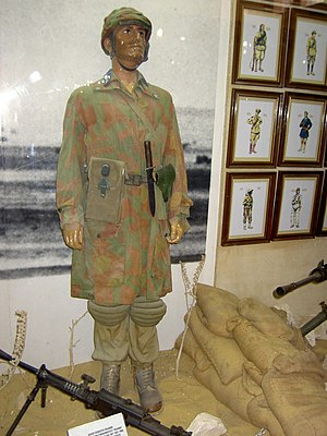 Paracadutisti - Original military uniform of a paratrooper of the division Folgore in 1942