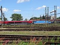 Pardubice hlavní nádraží, od ulice K Vápence, Railjet (02).jpg