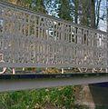 Park, gedeelte van houten brug met ijzeren zijkanten, detail - Werkhoven - 20352028 - RCE.jpg