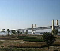 Park near the bridge, Wuhu Yangtze River Bridge1.jpg