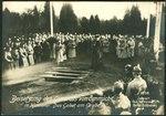 Paul Hoffmann & Co. AK 1359 Beisetzung des Generals von Emmich in Hannover. Das Gebet am Grabe. Bildseite.tif