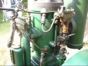 File:Petroleummotor och spåntillverning.ogv