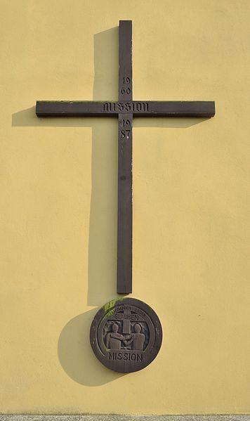 File:Pfarrkirche hl. Georg Großklein - mission cross 01.jpg