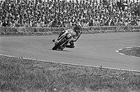 Phil Read (GB) wordt 2e op zijn Yamaha in de 250 cc klasse, Bestanddeelnr 923-6300.jpg