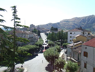 Caggiano - Image: Piazza Lago in Caggiano vista dal Castello