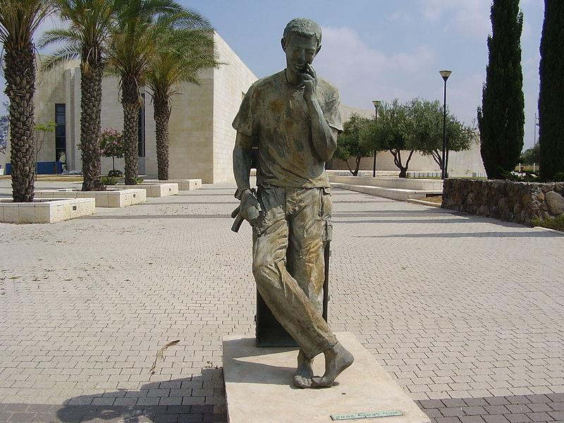 פסל הלוחם החושב בעפולה