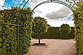 Pilsrundāle palace garden - panoramio.jpg